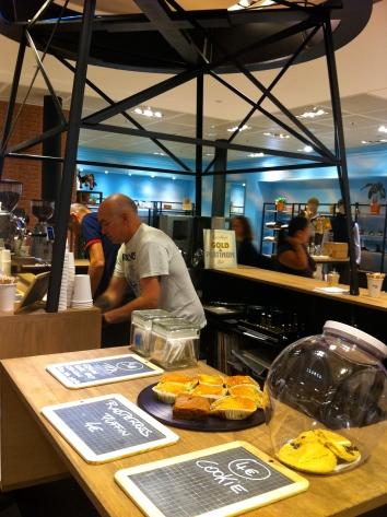 Une petite Pause café downtown ? © JITMF