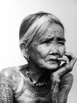 La dernière femme Kalinga tatouée, Philippines 2011, © Jake Verzosa