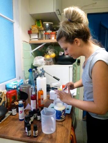 Making a matifying face cream. Step 2. © JITMF
